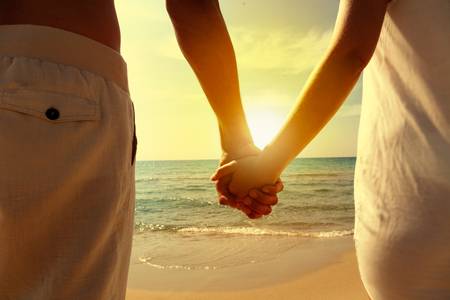 holding sundown hands watching sea Banco de Imagens
