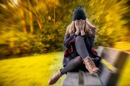 ansiedad: depresión femenina en la temporada de otoño Foto de archivo