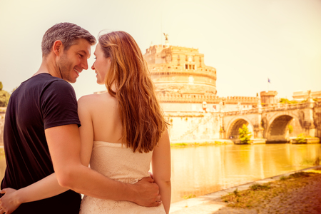 로마에서 두 젊은 성인 관광 스톡 콘텐츠