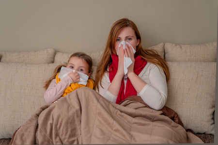familie griepseizoen thuis Stockfoto