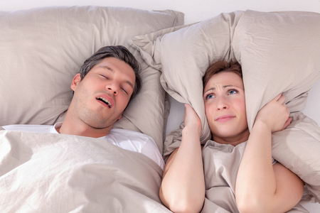 pillow embracing loud night for wife Imagens