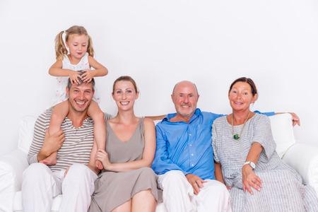 trois générations sur un canapé Banque d'images