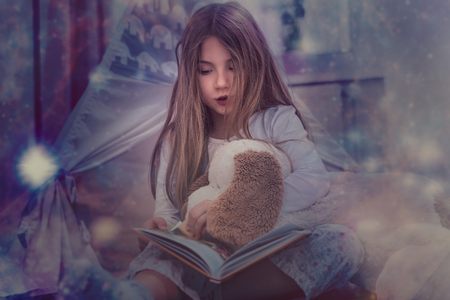 fairy tale reading little girl in the dark Banco de Imagens