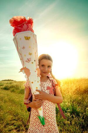 happy first school day girl 版權商用圖片
