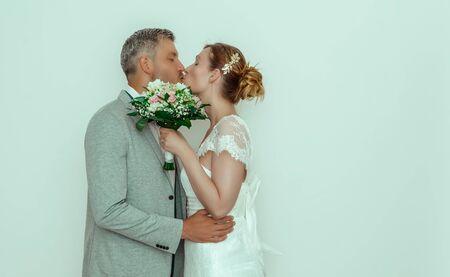 couple celebrating wedding day outdoors 版權商用圖片