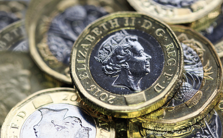 New One Pound Coins - UK Foto de archivo
