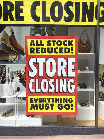 Closing Down Sign in a shop window - All Stock reduced 新聞圖片
