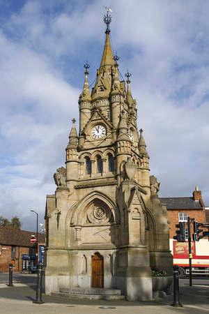 Stratford, UK: October, 2017: The American Fountain is a favourite focal point in the town's marketplace it was intended as a tribute to Queen Victoria and to the relationship between USA and England Sajtókép