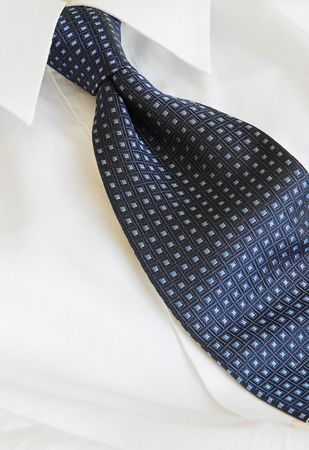 knotting: blue tie and white shirt
