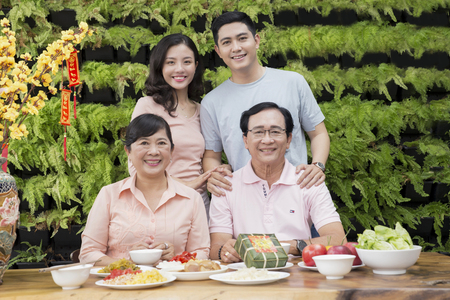Vietnamese family enjoy new year with green wall background Stock Photo - 90627552