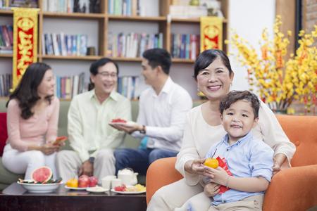 Vietnamese family celebrate lunar new year 스톡 콘텐츠