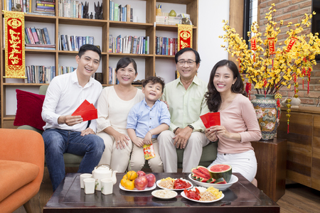 Vietnamese family celebrate lunar new year 스톡 콘텐츠