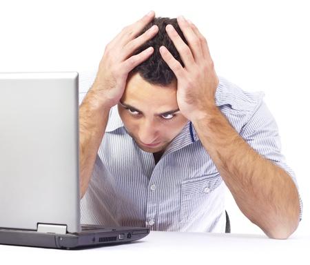 実業家は、職場で頭痛を有するします。白の背景