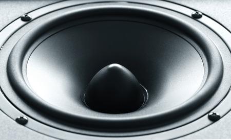 高品質膜と巨大な黒い低音スピーカーのクローズ アップ ビュー