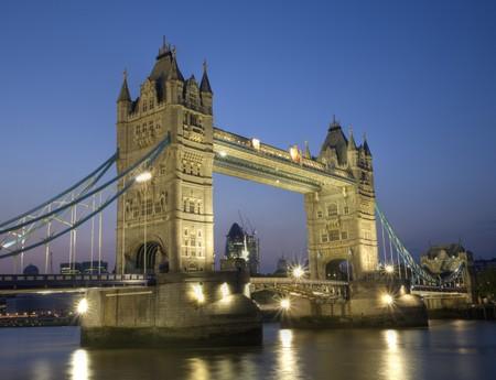nacht tijd schot langs Londen dijk  Stockfoto