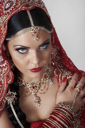 sari: mujeres ind�genas vestidas de rojo