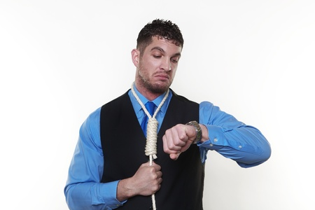 ahorcado: apuesto hombre con la soga alrededor de su cuello ahorcado