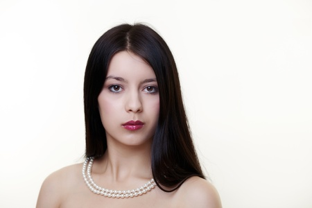 peal: young woman with a peal neckless around her neck