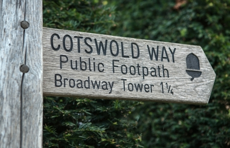 cotswold: Public footpath sign for the cotswold way, England