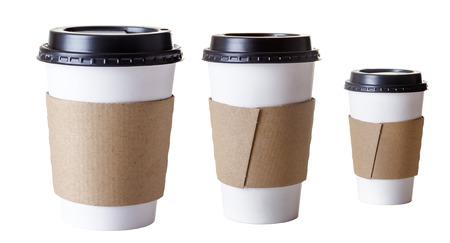 taza cafe: papel quitarle copas tomadas en el estudio sobre fondo blanco