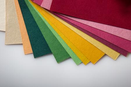 color in: Imagen fija vida de un libro tiro muestra de color en el estudio sobre un fondo blanco