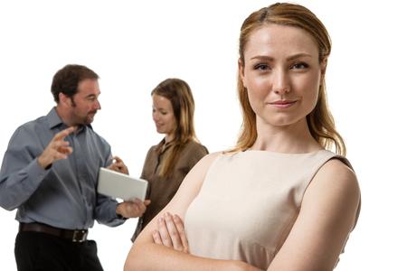 lideres: grupo de hombres de negocios con la mujer de pie delante