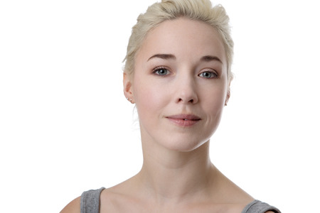 glücklich casual Porträt einer jungen Frau erschossen im Studio