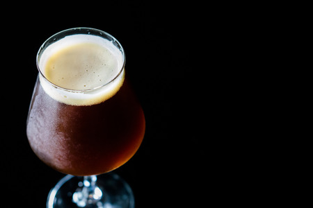 The Belgian-style dubbel ranges from brown to very dark in color. They have a malty sweetness , cocoa and caramel aromas and flavors.bitterness is medium-low to medium. Yeast-generated fruity esters. Foto de archivo