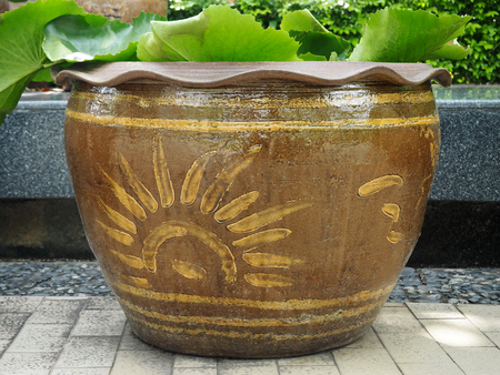 Large Chinese Antique Ceramic Pot Isolated in the City Park Banco de Imagens