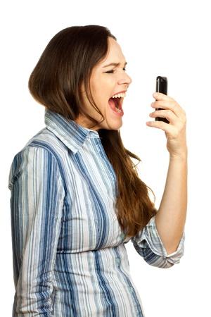 ni�a gritando: Una mujer de negocios de j�venes muy frustrado y enojado gritando a su tel�fono. Aislado en blanco. Foto de archivo