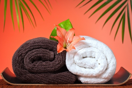 towels luxury: Spa & massage still life: Luxury bath towels and flowers Stock Photo