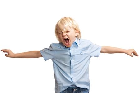 molesto: Un joven alto y gritando tratando de llamar la atención Foto de archivo