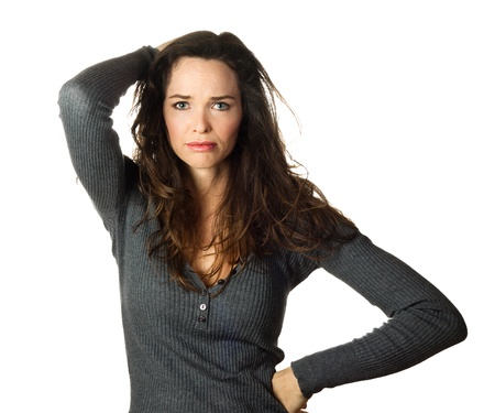 preocupacion: Aislado retrato de una mujer muy inquieta y preocupa hermosa.