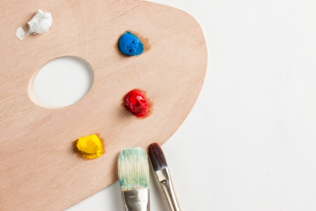 pallette: Peinture à l'huile et pinceaux sur une palette