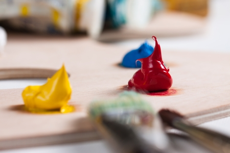 pallette: Peinture � l'huile et pinceaux sur une palette