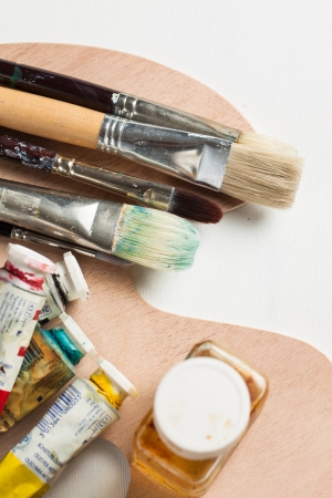 paint palette: Oil paints, paint brushes and tubes and solvent on a palette and blank canvas Stock Photo