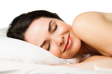 gente durmiendo: Retrato de una joven y bella mujer durmiendo pl�cidamente aislado m�s de blanco Foto de archivo