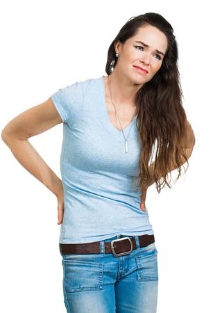 dolor espalda: Una mujer que sufre de dolor de espalda aislado en blanco
