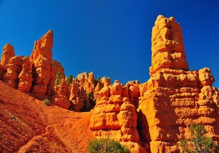 ユタ州ブライスキャニオン公園の近くで赤い峡谷公園の奇岩