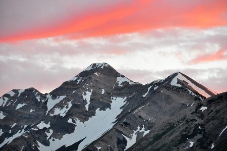美しい雲が夕日に照らされてネボ山ピーク。
