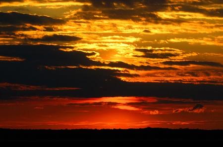 嵐雲、エドウィン ・ B フォーサイス国立野生生物保護区と劇的な夕日 写真素材