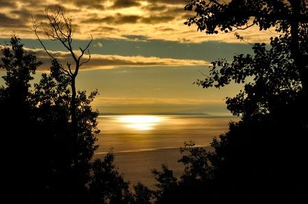アンカレッジ、アラスカの近くターナゲイン アームで黄金の夕日。 写真素材
