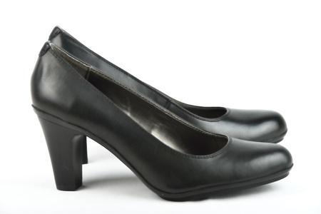 白い背景を持つ高ヒール黒革の靴 写真素材
