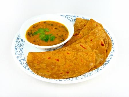 豪華なインドのチャパティのロティと Dal ビーガンの食事 写真素材