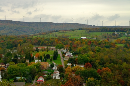 風車とアメリカの田舎で色の風景に落ちる 写真素材