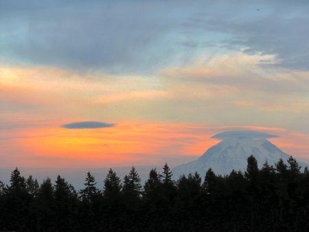 lenticular: Mount Rainier with Lenticular Cloud Cap Stock Photo