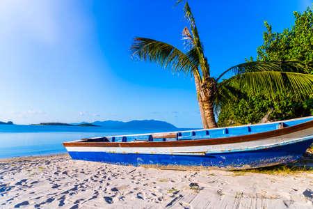 fishing boat on beach with palm tree thailand copy space Zdjęcie Seryjne