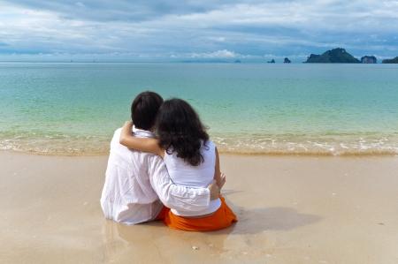 Romantic couple on beach vacation Stock Photo - 9286330