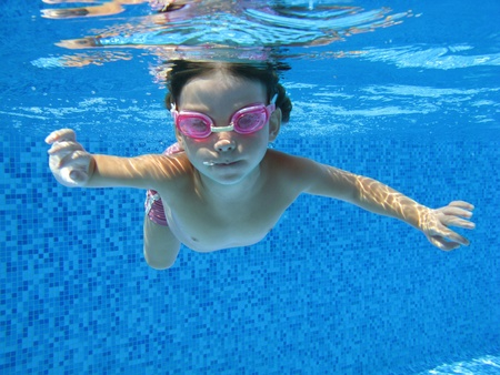 swim goggles: Child swimming underwater in the pool Stock Photo