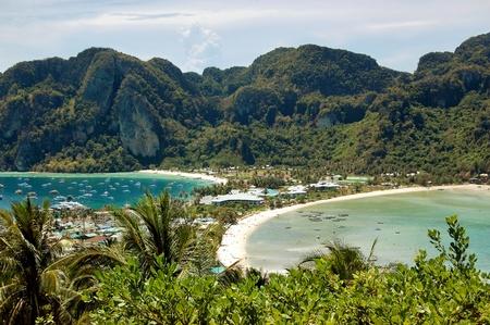koh: Vista de la isla de Phi Phi desde el punto de vista Foto de archivo